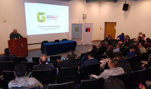 Servicios Públicos de Punta Arenas y Natales actualizaron conocimientos en eficiencia energética