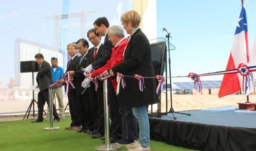 Ministro Jobet inaugura en Tarapacá mega planta solar y la primera electrolinera de la región