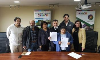 Fondo de Acceso a la Energía benefició a comunidad indígena de Chonchi con sistema fotovoltaico para tener ene...