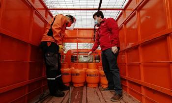"""Subsecretario de Energía y Superintendente SEC encabezan fiscalización de entrega de """"balones de gas"""" en pandemia"""