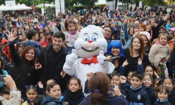 Niños y niñas de Valparaíso ap...