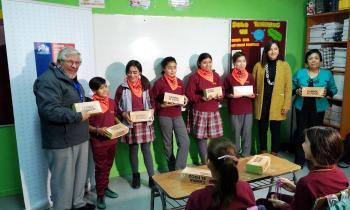 """""""Cambia el Foco"""" llegó a Natales con luces LED para comunidad educativa de Escuela Juan Ladrillero"""
