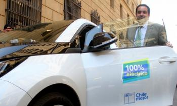 Ministro de Energía utilizará automóvil eléctrico para movilizarse