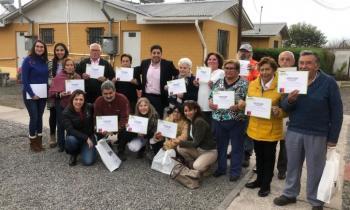 Adultos Mayores residentes de condominios de viviendas tuteladas de Santa Cruz fueron beneficiados con kits ef...