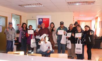 Adultos mayores de Diego de Almagro y Caldera recibieron ampolletas eficientes