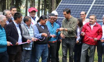 Ministro de Energía inaugura soluciones con energías limpias para comunidad indígena en la cordillera de La Araucanía