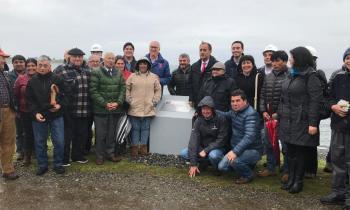 Autoridades y vecinos colocan la Primera Piedra en Isla Queullín para que más de 100 familias tengan energía e...