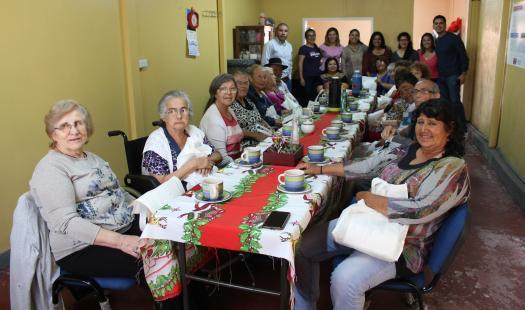 """Club de adulto mayor """"Siempre Alegre"""" de Iquique aprende de Eficiencia Energética"""