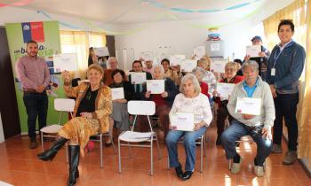 Adultos mayores de Iquique se capacitan en eficiencia energética