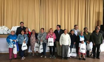 Más de 100 familias reciben kits de ampolletas en la comuna de Puyehue